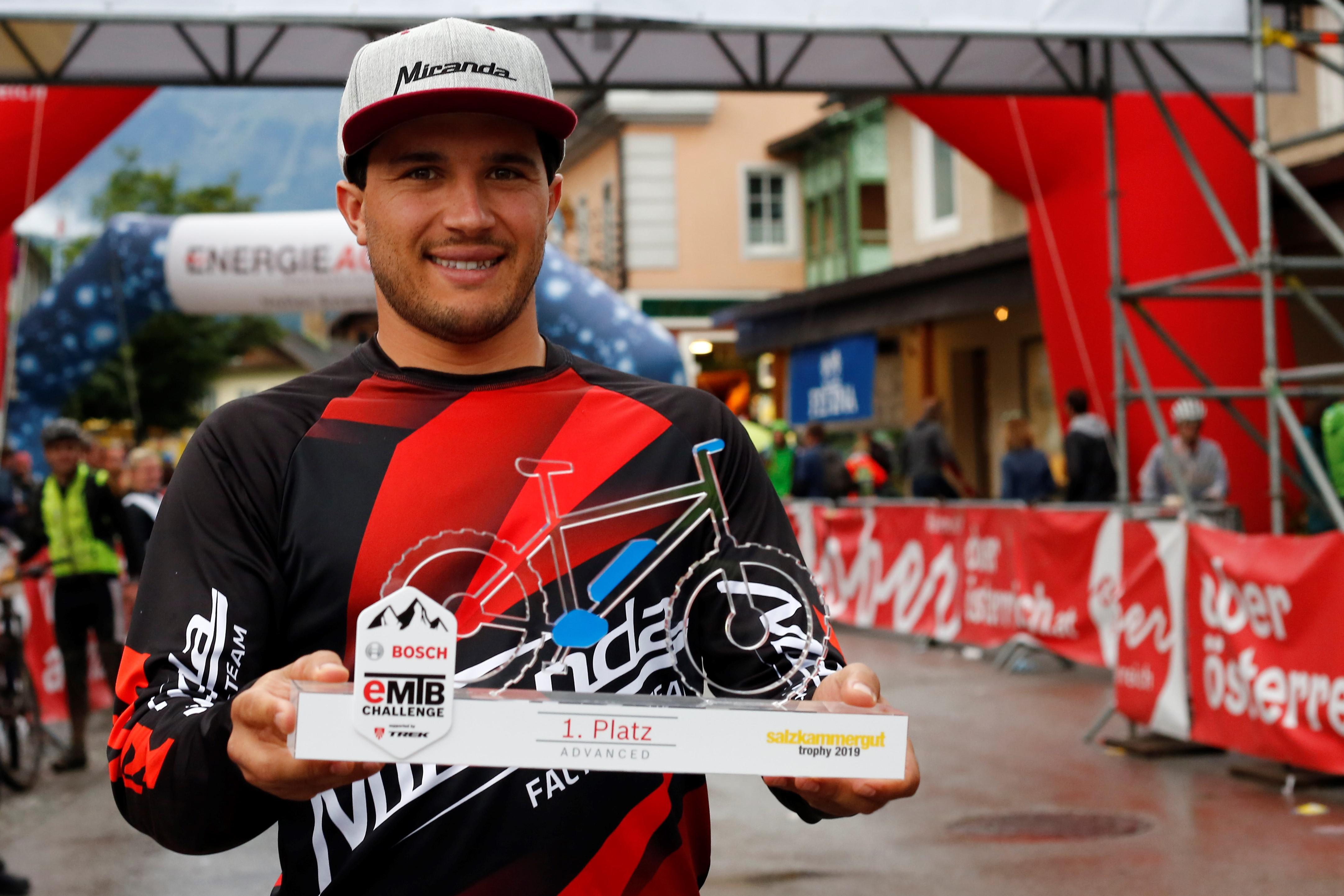 Emanuel Pombo vence na Áustria