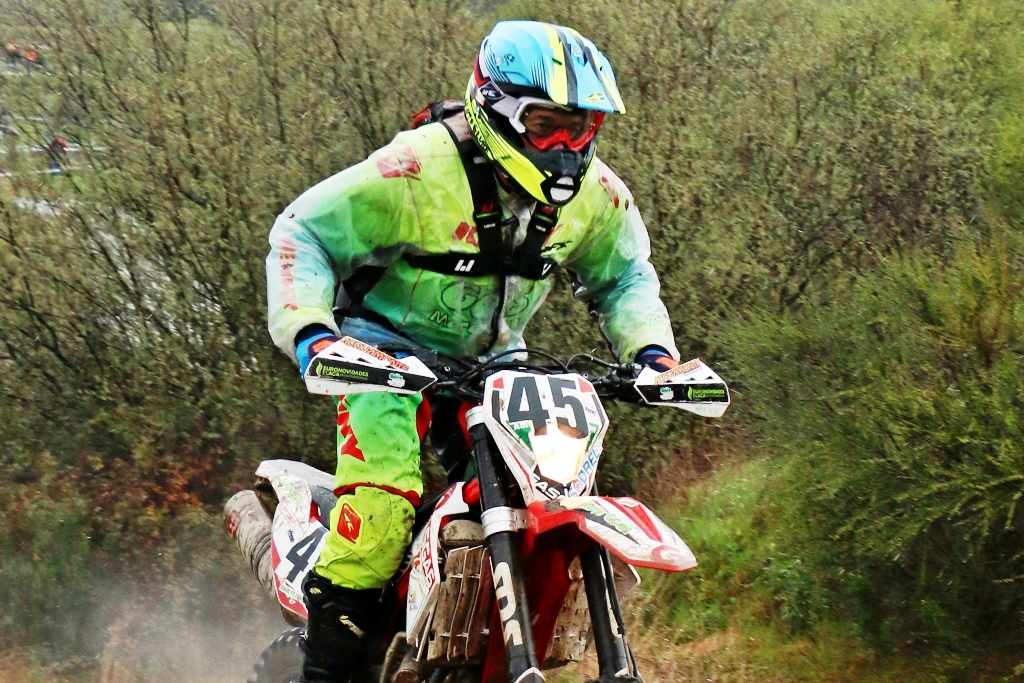 Góis Moto Clube em jornada chuvosa